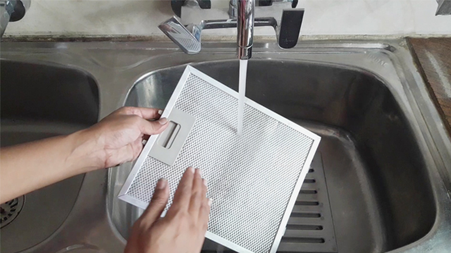 rinse mesh filter with running water